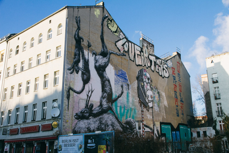 Graffiti Dead Animals de ROA en Berlin