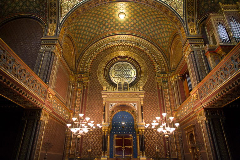What to do in Prague in 4 days: Interior of the synagogue Espanyola al Barri Jueu de Praga